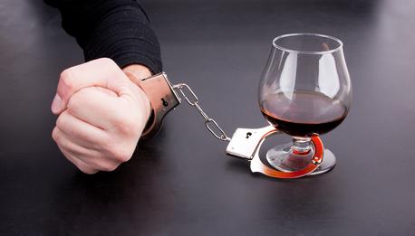 Почему люди пьют алкоголь