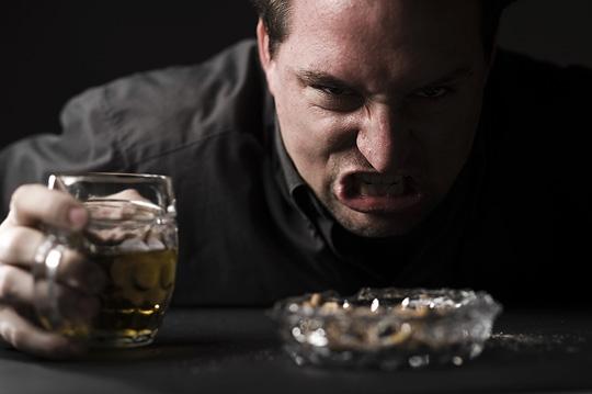 Алкогольный психоз: патологическое опьянение, галлюцинации, делирий и т