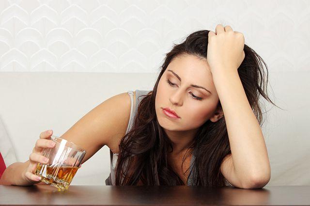 Женский алкоголизм: признаки, симптомы, лечение