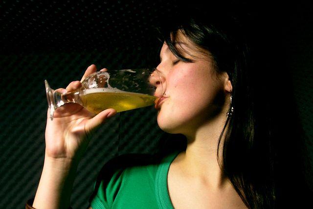 Пивной алкоголизм у женщин - симптомы