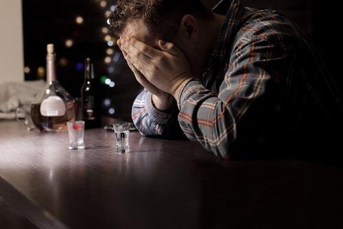 Посталкогольная депрессия: симптомы и лечение