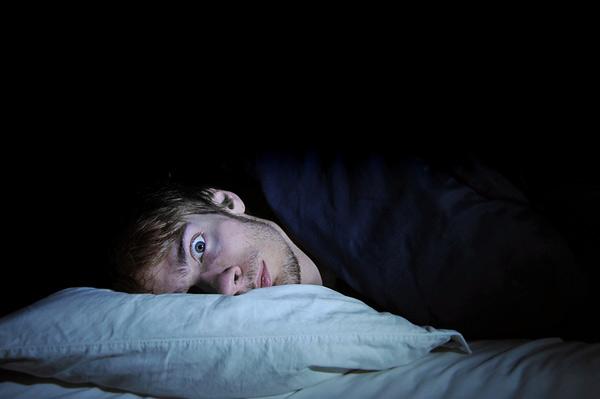 Как уснуть с похмелья: почему с похмелья не спится