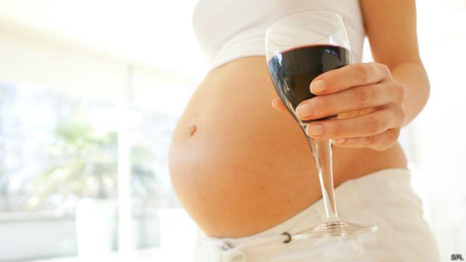 Алкоголь на ранних сроках беременности: можно ли пить в первые недели и месяцы