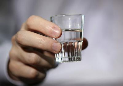Можно ли пить при температуре